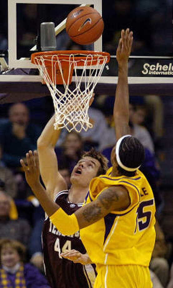 Texas A&M's Antanas Kavaliauskas beats LSU's Magnum Rolle for a layup during a Dec. 5 game in which Kavaliauskas showed his scoring potential by totaling 18 points. Photo: Bill Feig, Associated Press