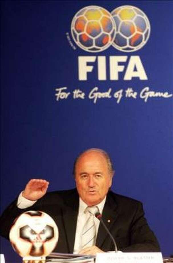 Le président de la Fédération internationale de football (FIFA),Joseph Blatter  a Marrakech  le 10 septembre 2005, lors d une conference de presse  avant le tirage au sort pour determiner dans l ordre des matches de barrage  des demi-places  en marge du 55eme congres  de la FIFA AFP/PHOTO/ ABDELHAK SENNA Photo: ABDELHAK SENNA, AFP
