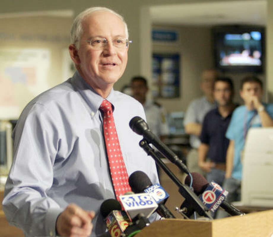 Max Mayfield, director of the National Hurricane Center, announces his retirement during a news conference on Friday. Mayfield, 57, has led the hurricane center and its forecasters since May 2000 and will leave in January. Photo: ALAN DIAZ, AP