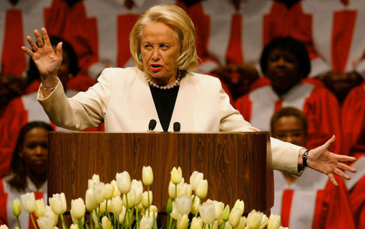 Liz Smith speaks during a memorial for former Texas Gov. Ann Richards on Sept. 18. Smith recanted her column saying that Richards supported independent Kinky Friedman in the race for Texas governor.
