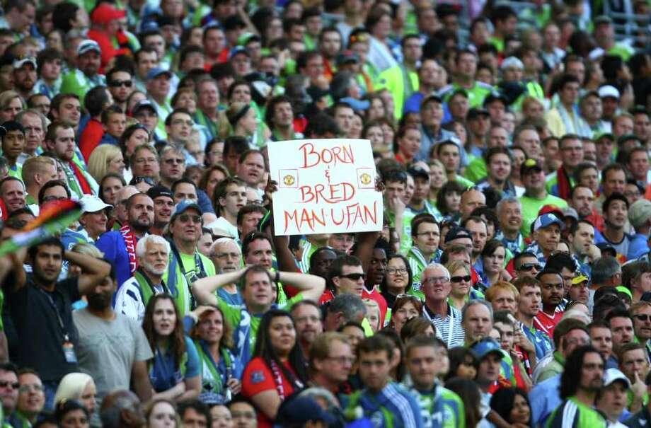 A Man U fan holds up a sign after Manchester United scored their first goal during an international friendly match. Photo: JOSHUA TRUJILLO / SEATTLEPI.COM