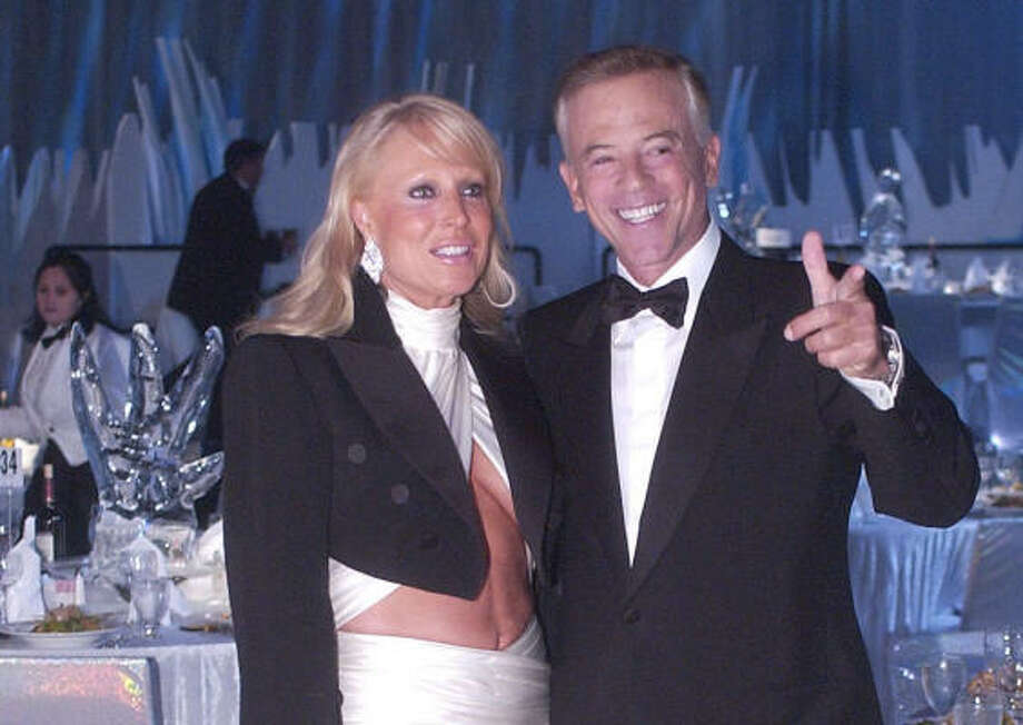 """David and Suzanne Saperstein attend """"Voyage to Alaska,"""" a 2004 Houston event at which they were honorees. Photo: Bill Olive, CHRONICLE FILE"""
