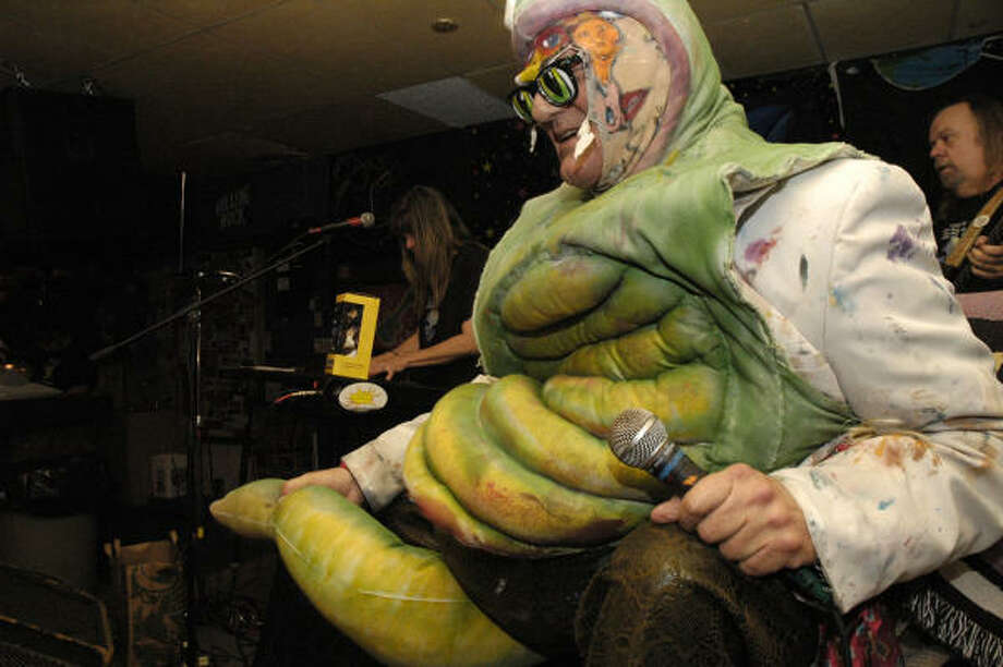Beans Barton worms his way into the hearts of fans at Dan's Electro Guitar Bar. Photo: Meenu Bhardwaj, For The Chronicle
