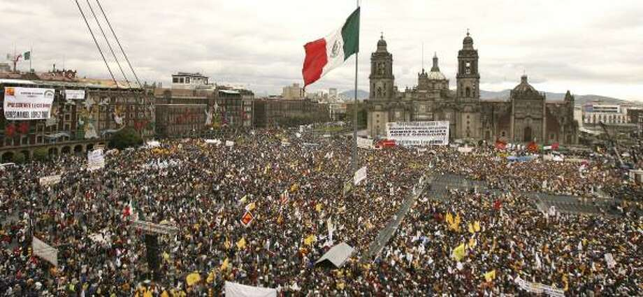 Supporters of Andres Manuel Lopez Obrador filled Mexico City's central plaza Monday for his mock swearing-in. Photo: DANIEL AGUILAR, REUTERS