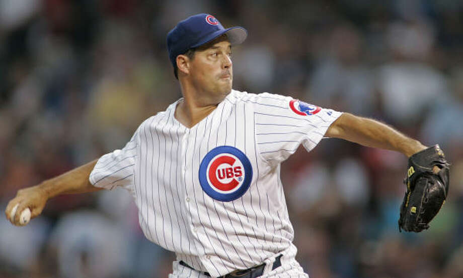 Greg Maddux guns for win No. 326. Photo: BRIAN KERSEY, AP