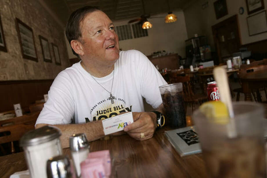Bill Moody, in Fredericksburg on Thursday, said he's shed 37 pounds so far on his trek. Photo: WILLIAM LUTHER, SAN ANTONIO EXPRESS-NEWS