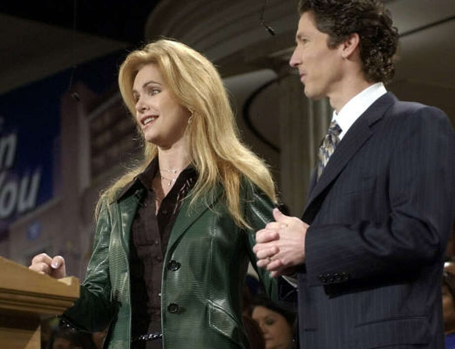 Victoria Osteen stands beside her husband, Lakewood Church pastor Joel Osteen, during services at the church Jan. 9, 2005, in Houston. Photo: PAT SULLIVAN, AP