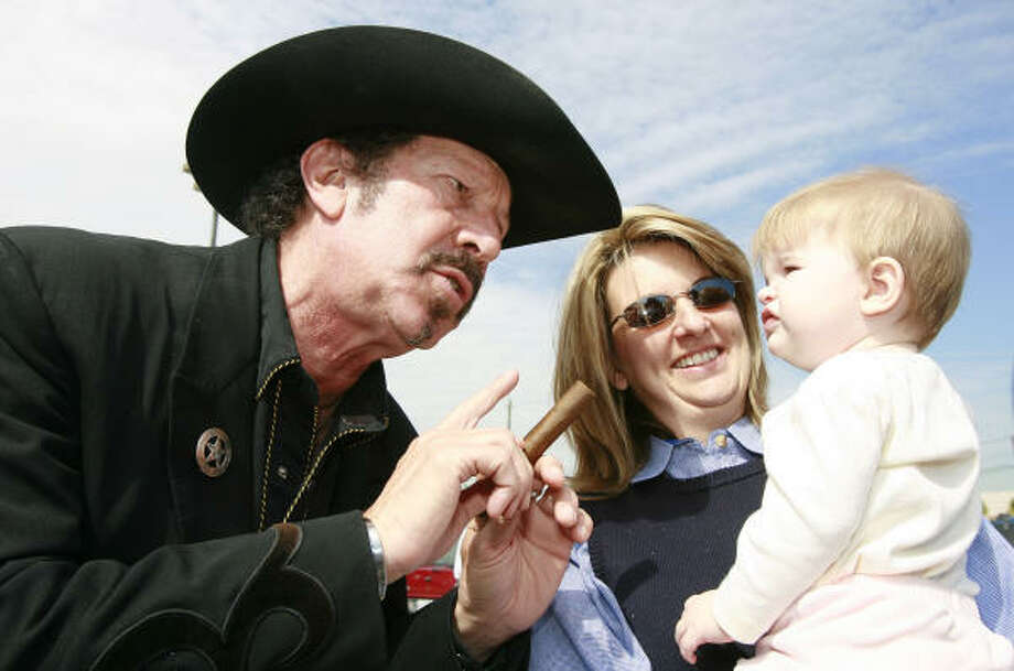 Independent gubernatorial candidate Kinky Friedman, left, speaks with Mandy Fischer of Katy, and her nine month old daughter Madison during a public appearance outside the City of Houston Metropolitan Multi-Service Center on Tuesday. Photo: James Nielsen, Chronicle