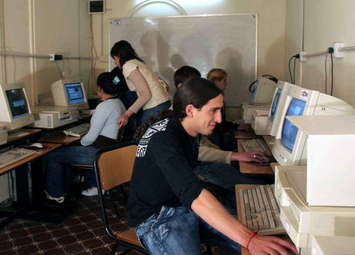 Students at Tigre Islas' school finally have a chance to experience the Internet Age thanks to an educational program that is boosting digital literacy in Argentina.
