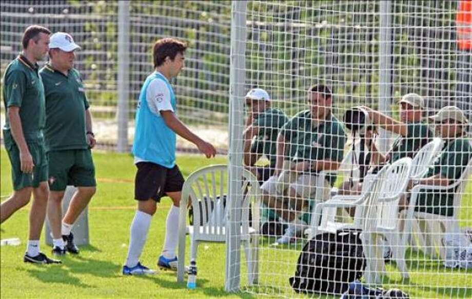 Portuguese football player Deco (3L) leaves the training before the end of the session,  kicking chairs on his way out at  The Klosterpforte Hotel in Marienfeld, 08 June 2006, ahead of the FIFA World Cup 2006. Portugal will contest Group D in the tournament with Iran, Angola and Mexico and play their first match 11 June in Cologne against Angola.  AFP PHOTO NICOLAS ASFOURI Photo: NICOLAS ASFOURI, AFP