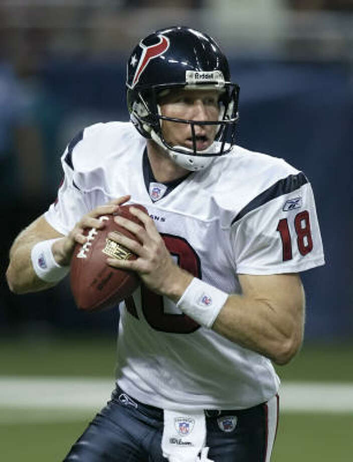 Sage Rosenfels sets to pass in the fourth quarter against the St. Louis Rams on Saturday. Rosenfels passed for 99 yards and a touchdown as the Texans beat the Rams, 27-20. Photo: TOM GANNAM, AP