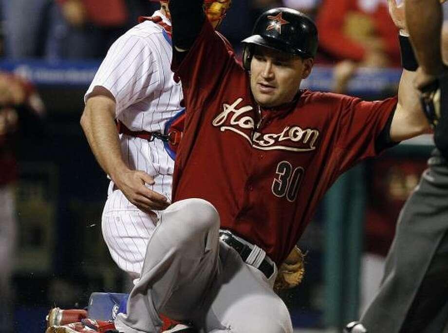 Astros' Luke Scott scores in the seventh inning against the Phillies. Photo: TIM SHAFFER, REUTERS