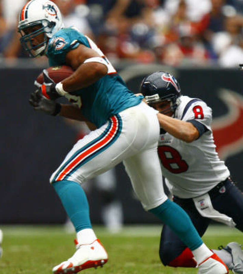 The Texans had a decent drive in the third quarter against Miami but fumbled the ball away to Jason Taylor. Photo: Steve Ueckert, Chronicle