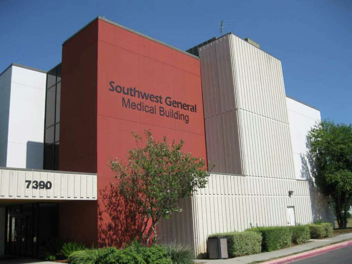 14. Southwest General Hospital Overall Rating: 2/5 Patients who reported their pain was well controlled: 63% Patients who reported their doctors communicated well: 79%