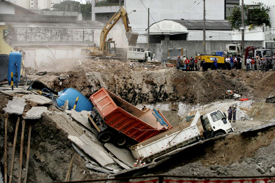 Trucks are stuck in the rubble of the collapsed 'Pinheiros' subway 