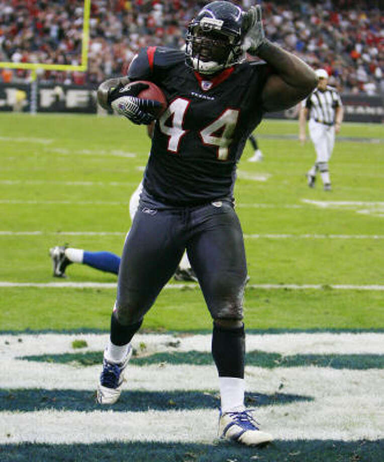 """Heard the news? Vonta Leach and the backfield picked up an """"A."""" Photo: James Nielsen, Chronicle"""