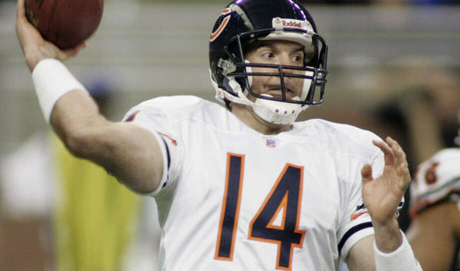 Brian Griese directed a 72-yard drive that put Robbie Gould in position for a go-ahead field goal midway through the fourth quarter. Photo: Duane Burleson, AP