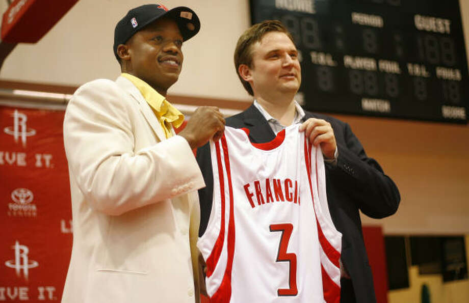 """Rafer Alston appeared to be the """"odd man out"""" when the Rockets brought back guard Steve Francis and drafted Aaron Brooks during the offseason. Photo: Steve Ueckert, Chronicle"""