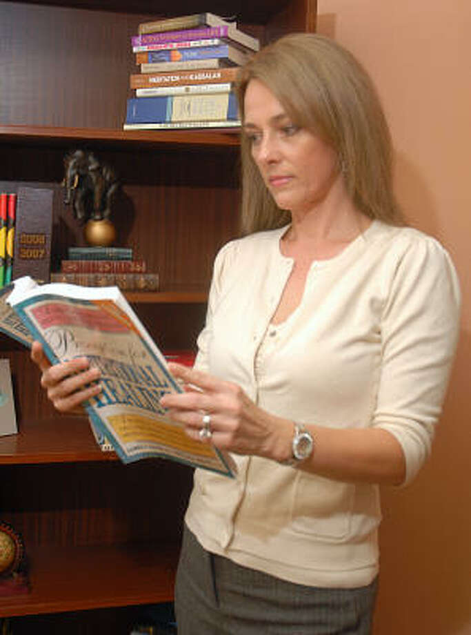 Life Coach Tammi Green of The Woodlands researches information for one of her clients. Photo: David Hopper, For The Chronicle