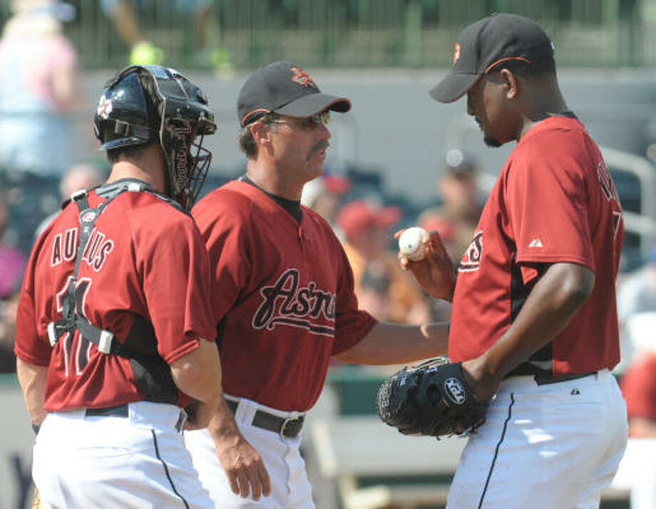 Astros pitching coach Dewey Robinson, center, talks with pitcher Jose Valverde, right, and catcher Brad Ausmus after Valverde gave up a two-run single to Nationals prospect Lastings Milledge during the fifth inning. Photo: Phelan M. Ebenhack, AP