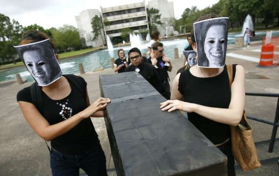 UH students wearing likenesses of UH President Renu Khator carry a mock casket across campus. Photo: SHARÓN STEINMANN, CHRONICLE