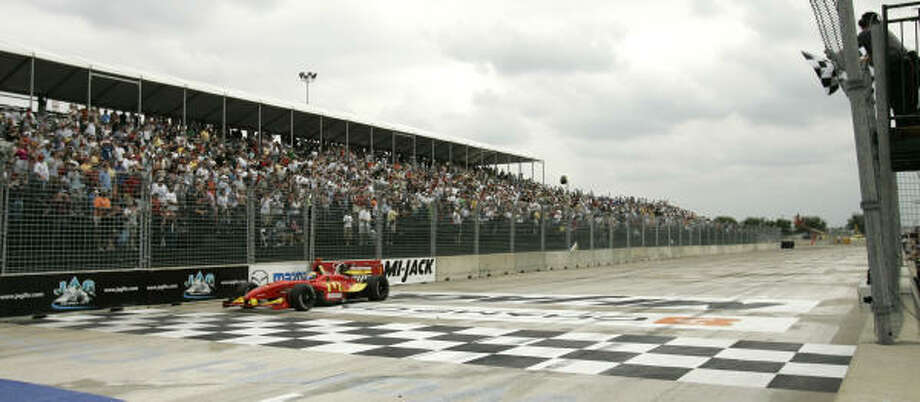 Sèbastien Bourdais held off Graham Rahal to win for the second straight year at Reliant Park. Photo: David J. Phillip, AP