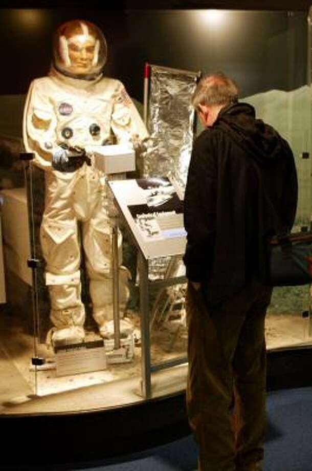 Greg Marjenin, 56, looks over displays at the Armstrong Air and Space Museum in Wapakoneta, Ohio. Because of budget cuts, the museum will be closed the week of March 28, 2009. Photo: SKIP PETERSON, ASSOCIATED PRESS