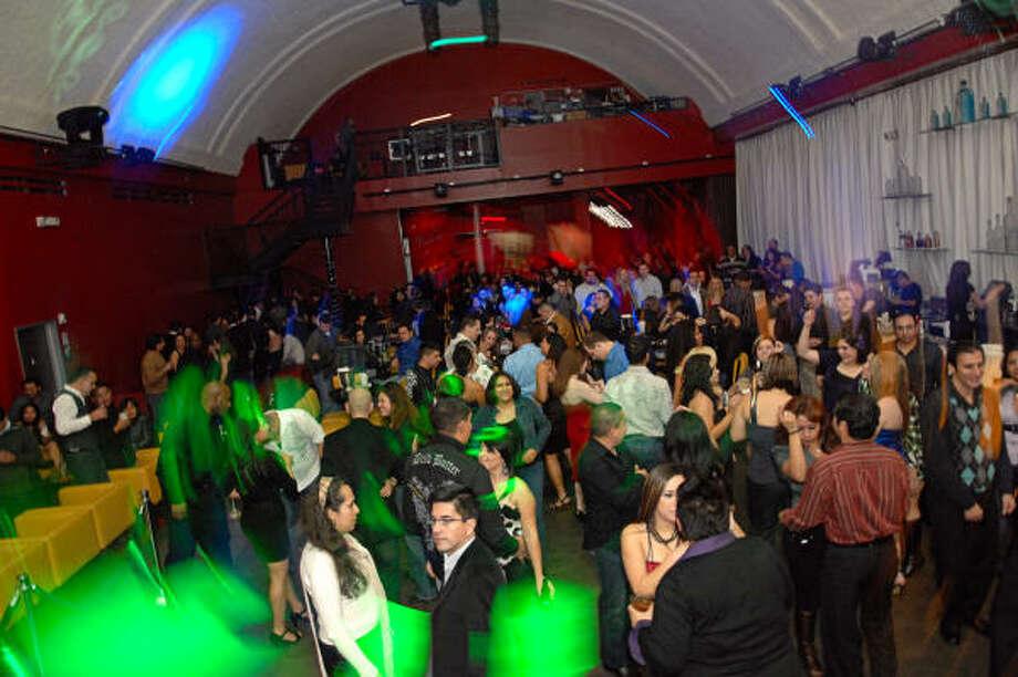 El reventón en Venue se caracteriza por una clientela que llena la pista de baile toda la noche, hasta que el club cierra las puertas. Photo: Tre' Ridings, Para La Voz