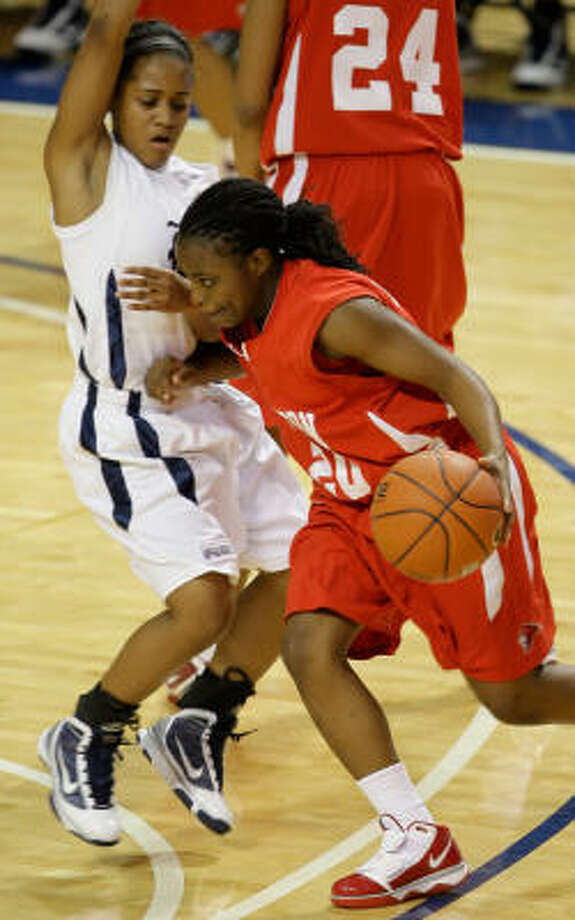 A victory at Rice has been part of the Cougars' success on the road in Conference USA. Photo: Melissa Phillip, Houston Chronicle