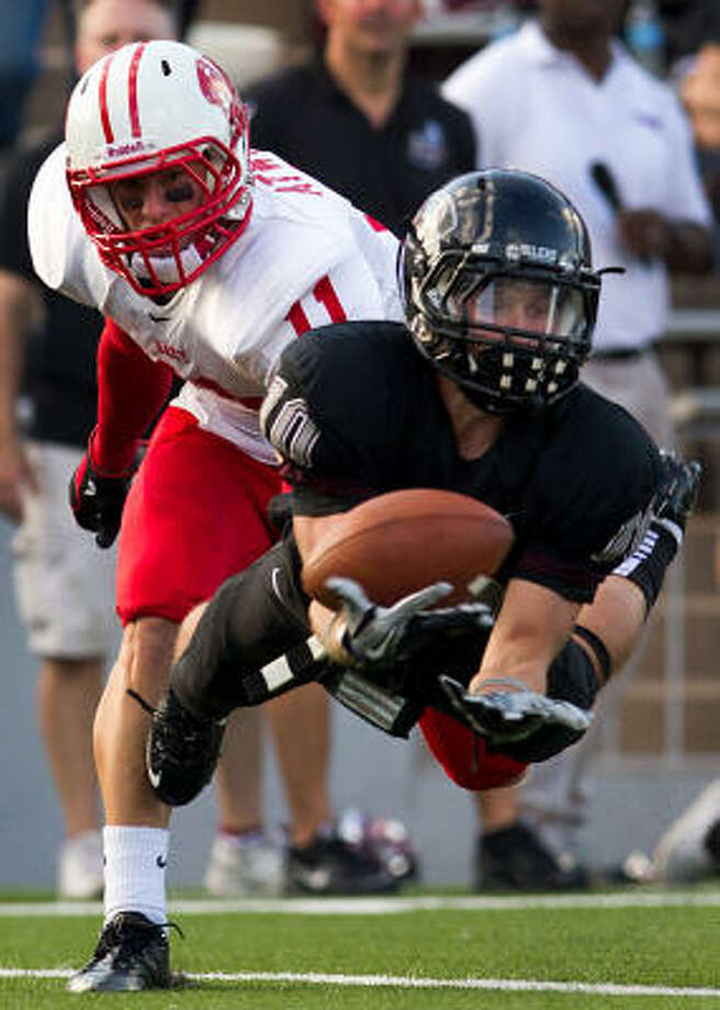Wide receiver Myles Kanipes (10) helped lead Pearland to a 14-0 record. Photo: Smiley N. Pool, Chronicle