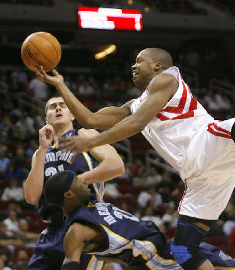 Rockets guard Steve Francis gets called for the charge on Grizzlies forward Hakim Warrick during Tuesday's loss. Photo: Steve Campbell, Chronicle