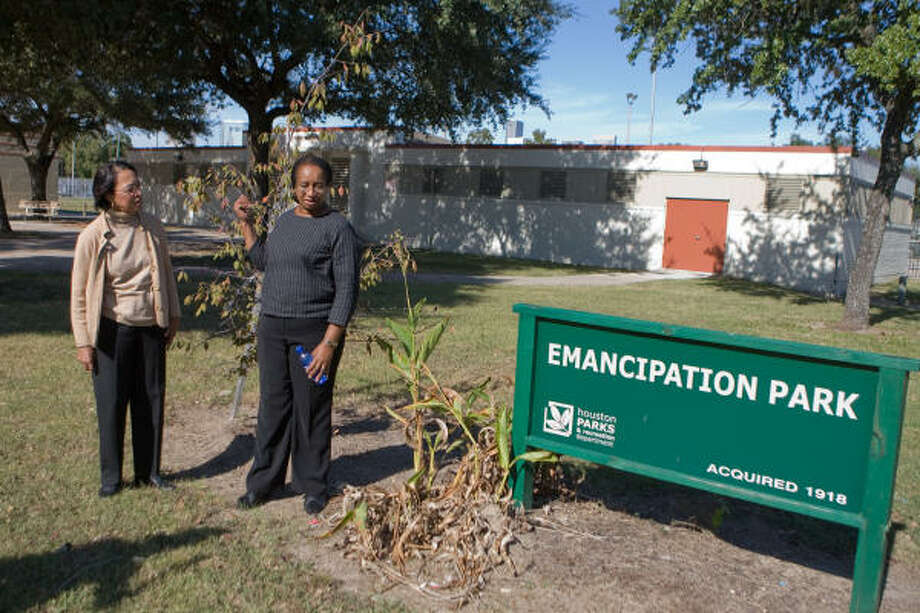 Florence Evans, left, and Dorris Ellis Robinson of the Friends of Emancipation Park discuss the facility's history and their group's plans for improvements. Photo: R. Clayton McKee, For The Chronicle