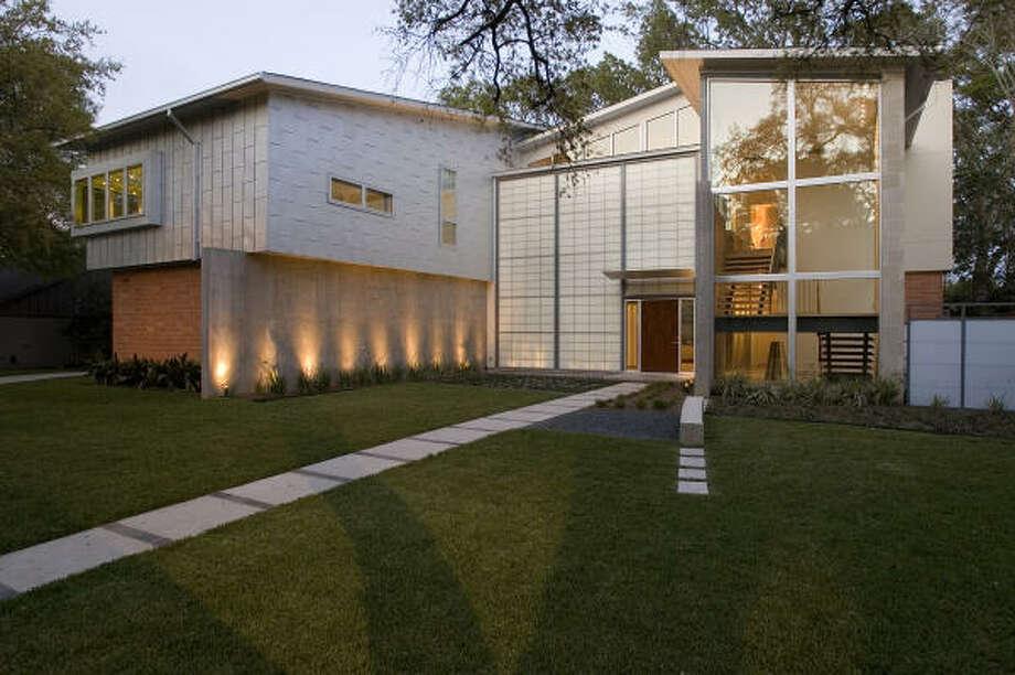 Oak Estates home of Mahesh and Devika Ramchandani, Designed by Intexture Architects. Photo: Don Glentzer