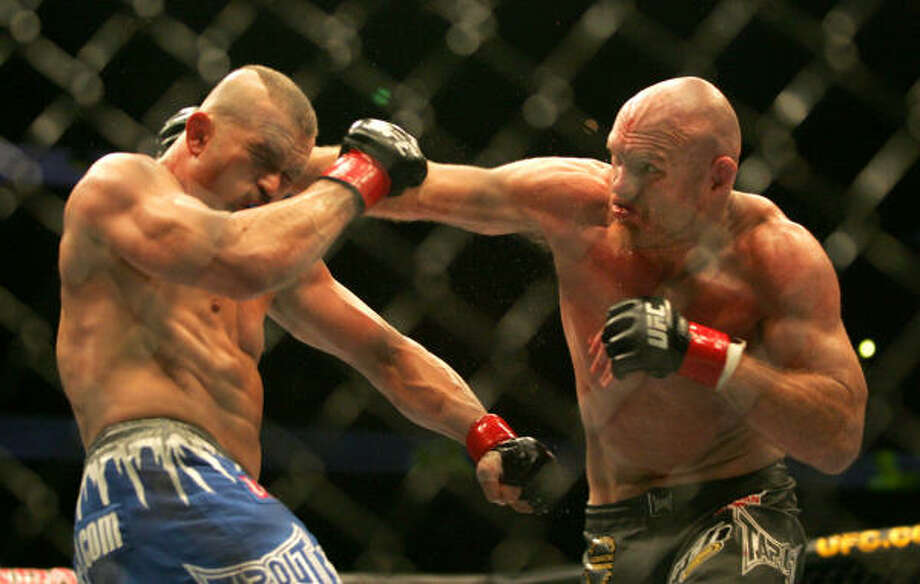 Keith Jardine, right, connects with a punch on Chuck Liddel on Saturday in Anaheim, Calif. Jardine knocked down and upset former UFC light heavyweight champion Chuck Liddell (20-5) by split-decision. Photo: Branimir Kvartuc, AP