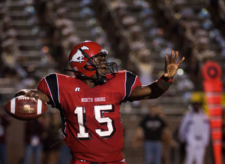 North Shore quarterback Alex Tillman tosses a pass against Deer Park during the first half on Friday. Photo: Smiley N. Pool, Houston Chronicle