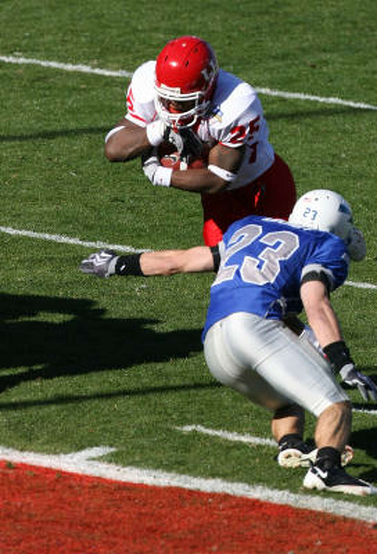 Houston running back Bryce Beall breaks a tackle on the way to a first-quarter touchdown.