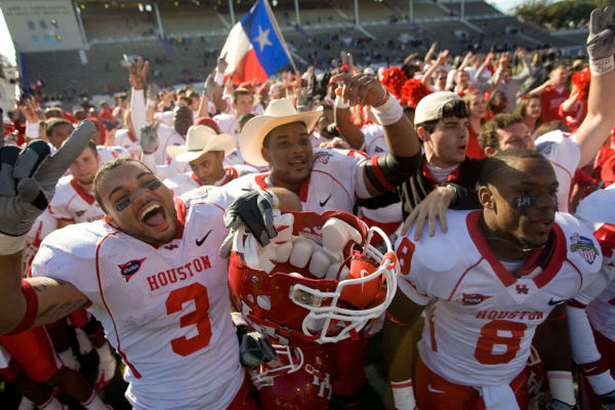 UH made Houston teams 2-for-2 in the bowls with Rice's victory in the Texas Bowl on Tuesday night.