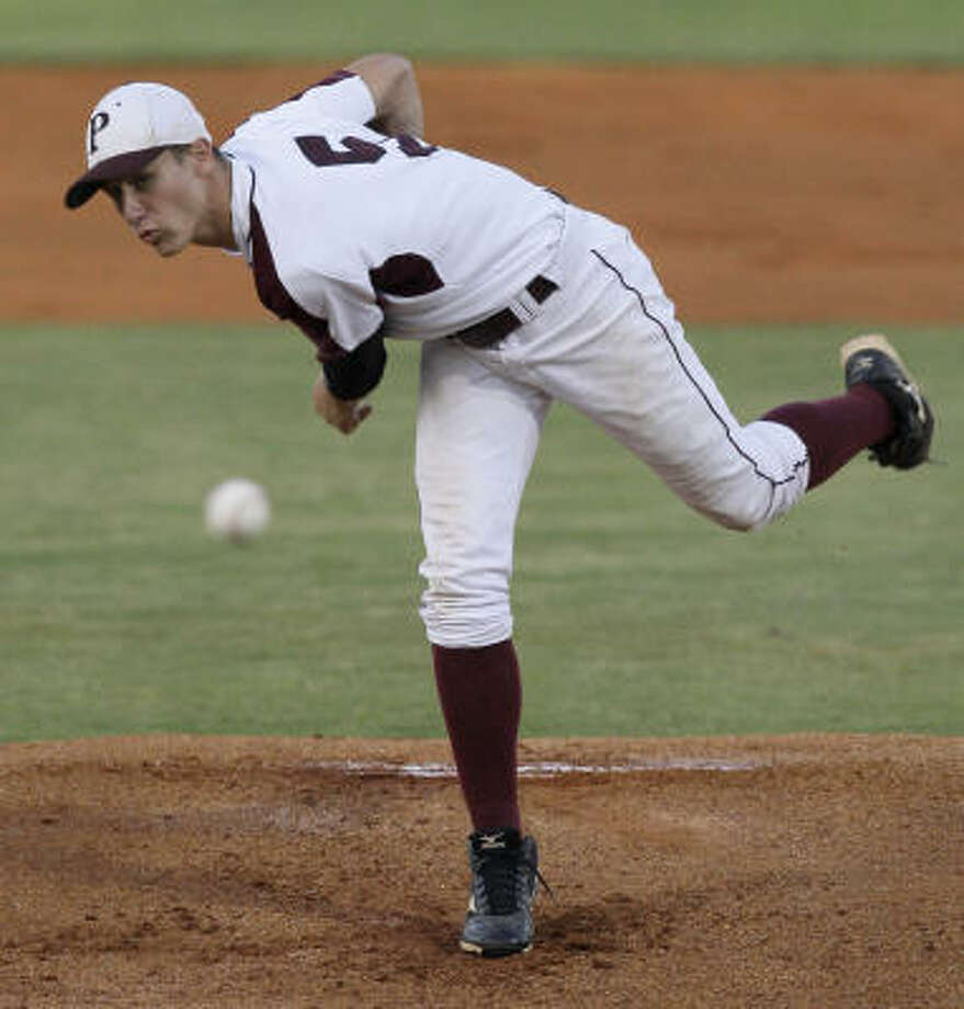 Pearland's Matt Rhodes faced Brazoswood's Colton Lindloff in the pitcher's duel. Photo: Melissa Phillip, Chronicle