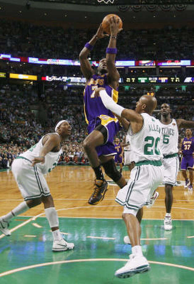 Lamar Odom has become a focal point for the Lakers in a best-of-seven series now knotted at 2-2. Photo: Mike Segar, AP