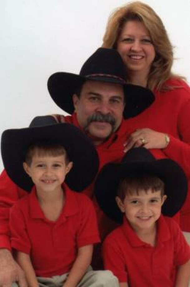 The late Carlos Berdeguez shown with his wife, Darlene, and their 6-year-old twin sons, Daniel, left, and David. Photo: Courtesy Photo