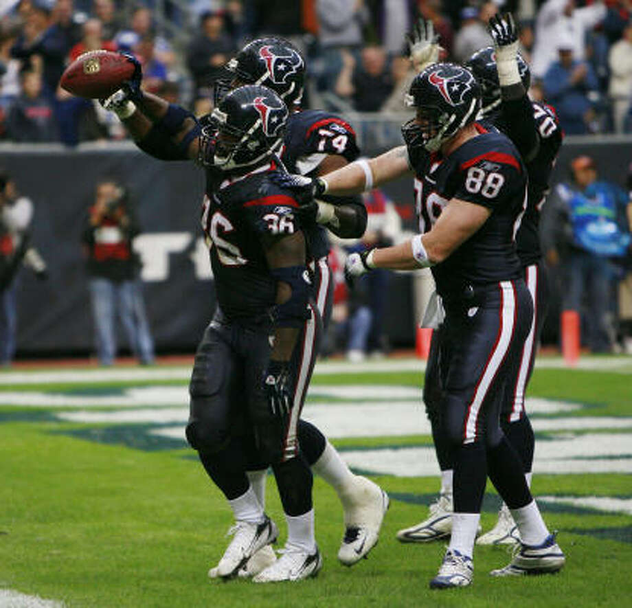 In a battle of unbeatens, the 2-0 Texans and the 2-0 Indianapolis Colts play for an early lead in the AFC South on Sunday. Photo: James Nielsen, Houston Chronicle