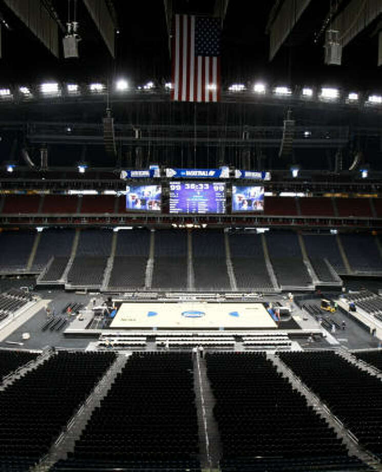 Reliant Stadium got its basketball makeover, but the house may not be full to see it. Photo: Nick De La Torre, Chronicle