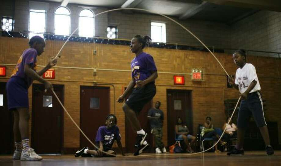 Elementary school girls participate in a double dutch practice session at the St. Peter Claver gym in Brooklyn, New York. Photo: ED OU, ASSOCIATED PRESS