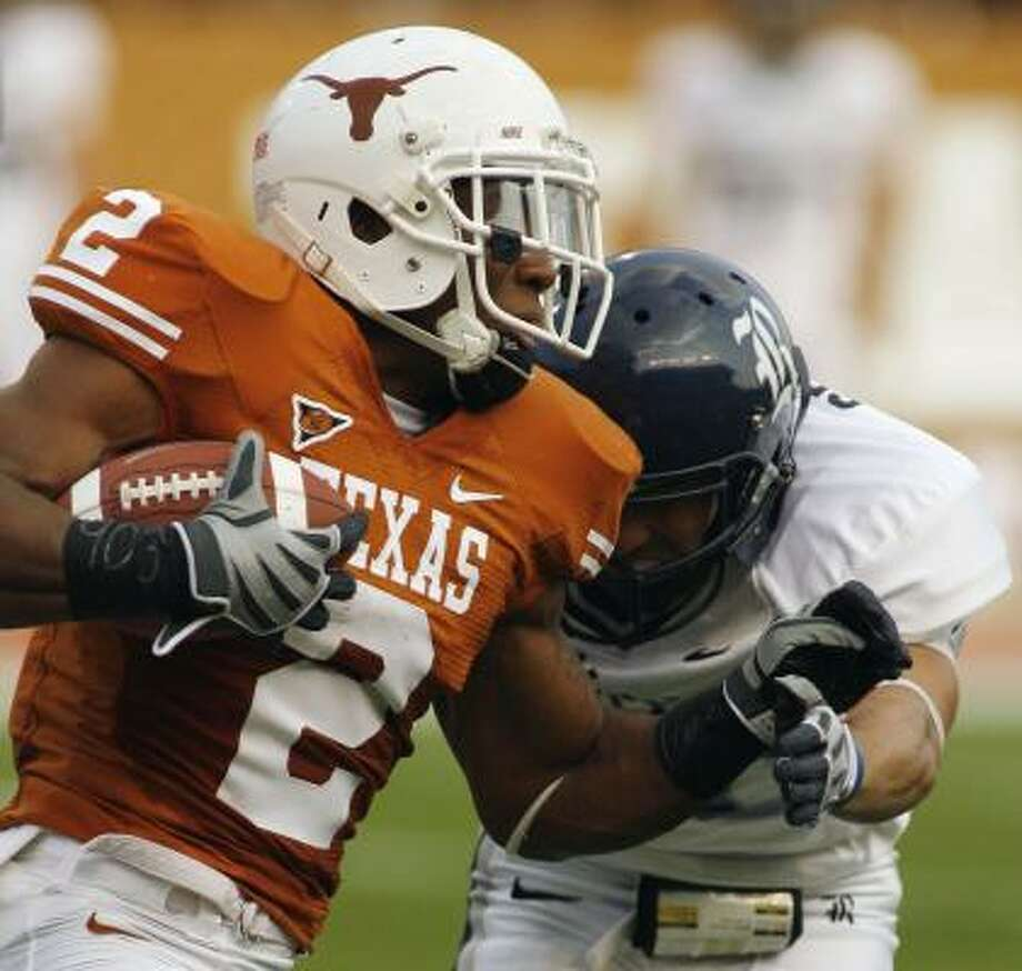Vondrell McGee tries to find some running room. He picked up nine yards on this carry. Photo: Harry Cabluck, AP