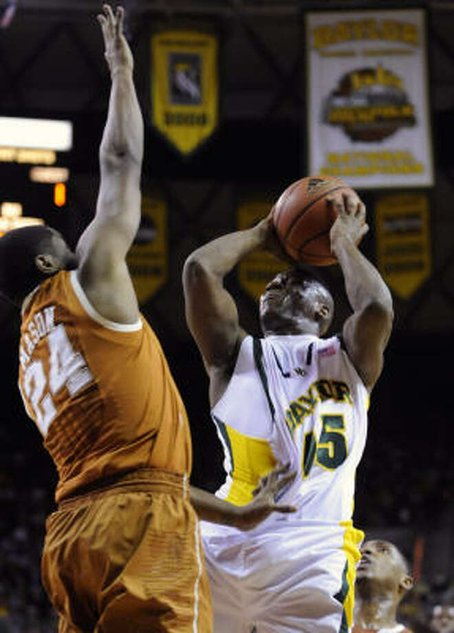 Tweety Carter, playing his last home game for Baylor, had 16 points and 10 assists. Photo: Rod Aydelotte, AP