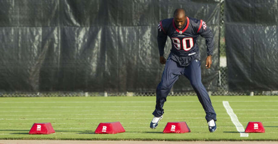 Texans defensive end Mario Williams has been suffering from inflammation in his hip. Photo: Brett Coomer, Chronicle