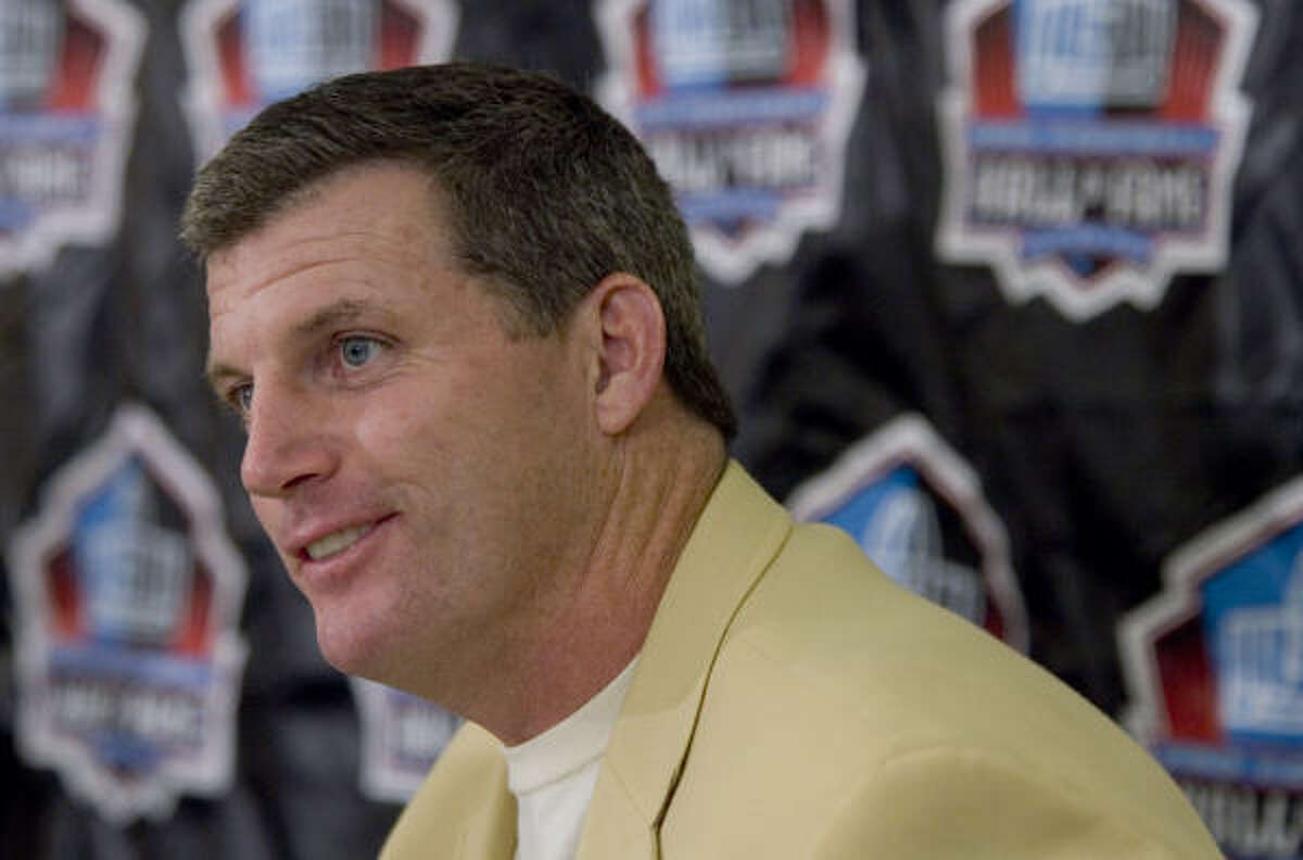 Mike Munchak earned a spot in the Hall of Fame due to his career as an Oilers lineman.
