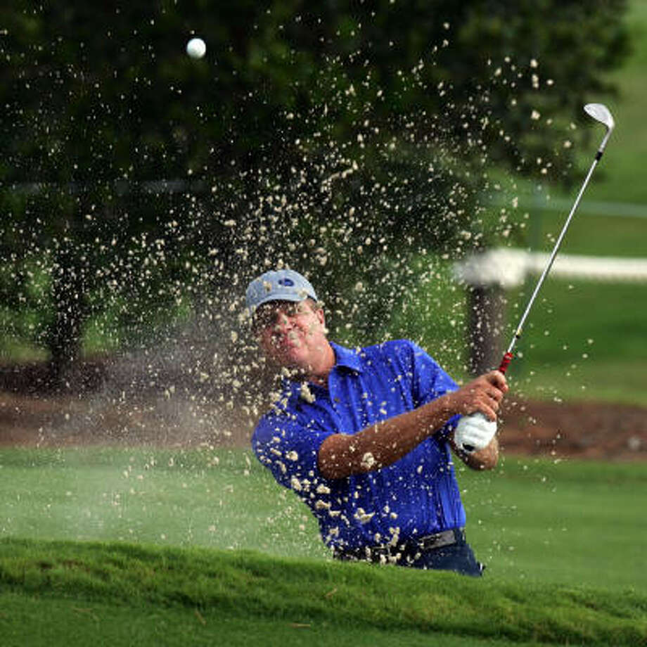 Steve Elkington escapes from the sand on the third hole. Photo: David Cannon, Getty Images