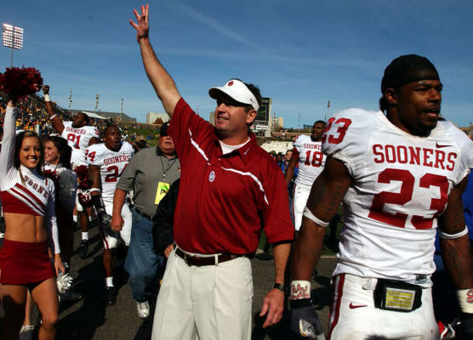 Bob Stoops' Sooners were 8-0 without Adrian Peterson last season, thanks in large part to the running of Allen Patrick. Photo: L.G. PATTERSON, AP