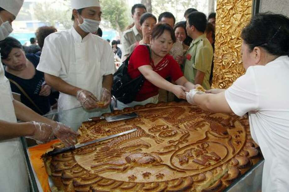 Shoppers in Xian, north China, do some last-minute shopping for slices of moon cake for the traditional Mid-Autumn Festival. But not everyone likes the food filled with red bean or lotus seed paste. Photo: STR, AFP/GETTY IMAGES